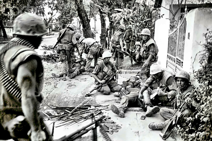 Some Leathernecks in Hue caring for their wounded